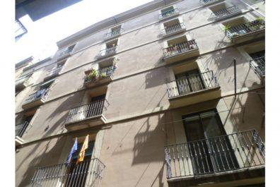 Ref 1446 – Àtic en lloguer a la zona de Plaça Catalunya, Barcelona. 30m2